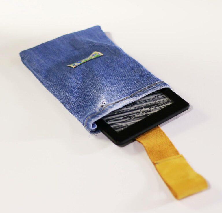 Reciclando tus jeans: Sujetacables y Funda para Tablet o Lector Electrónico